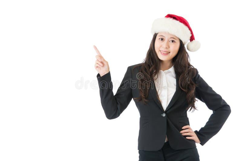 指向圣诞节的妇女是激动和惊奇 免版税库存图片