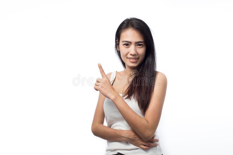 指向在白色的空间的亚裔少妇 免版税库存图片