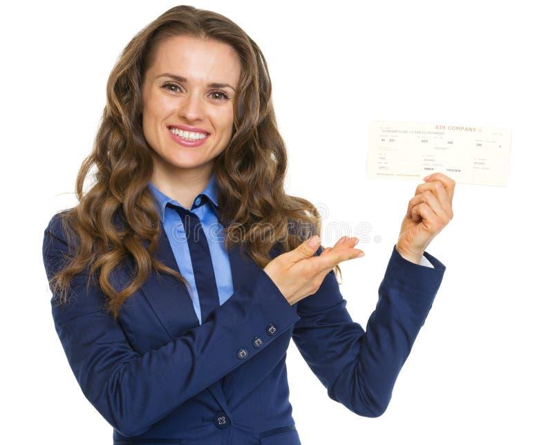 指向在飞机票的微笑的女商人 图库摄影