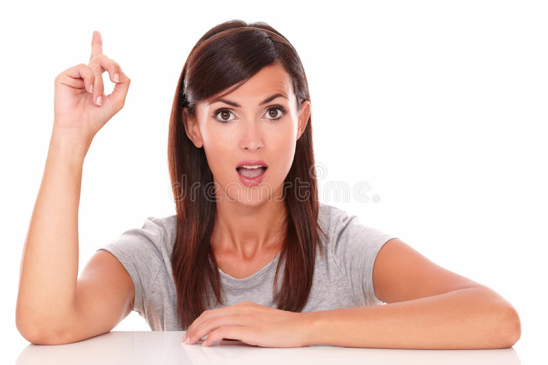指向她的手指的惊奇的妇女 免版税库存照片