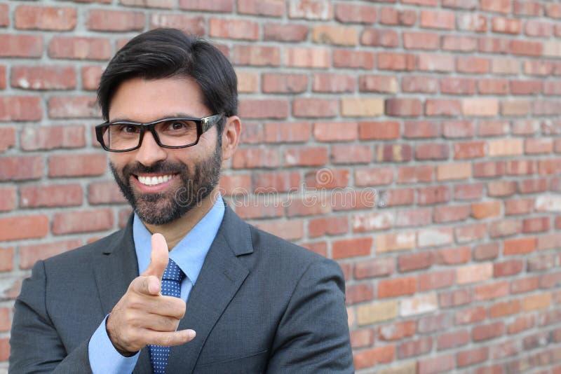 指向往您的可爱的年轻商人一个手指 图库摄影
