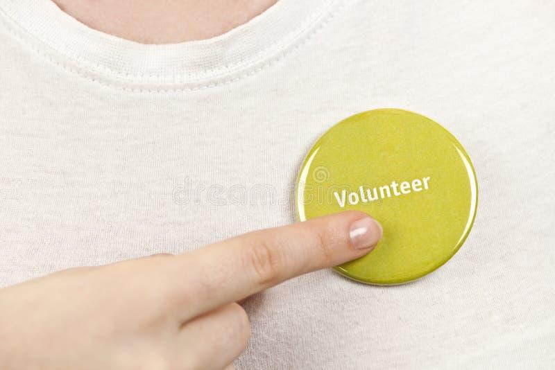 指向志愿按钮的手 图库摄影