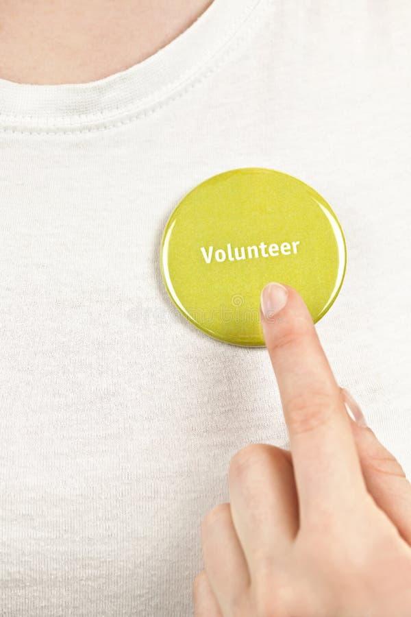 指向志愿按钮的手 免版税库存照片
