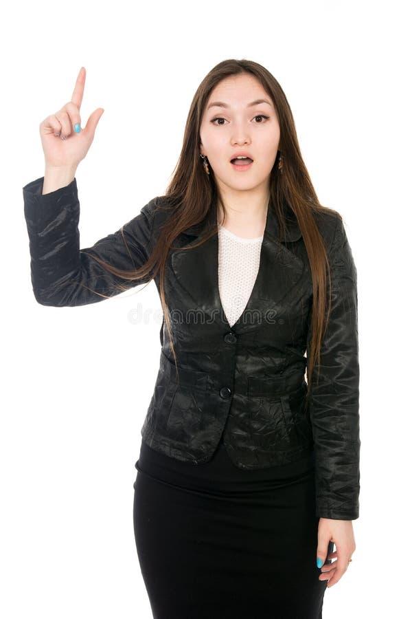 指向手指的一个惊奇的女商人的画象被隔绝在白色背景 库存照片