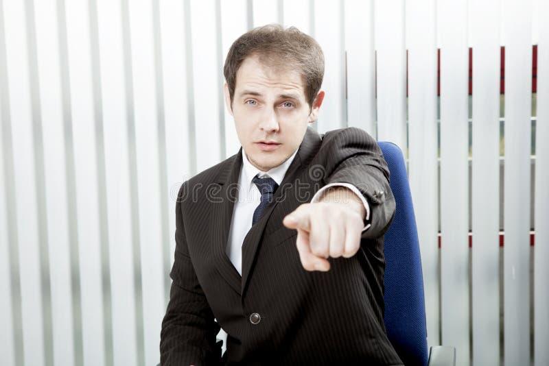 指向手指的商人 库存图片