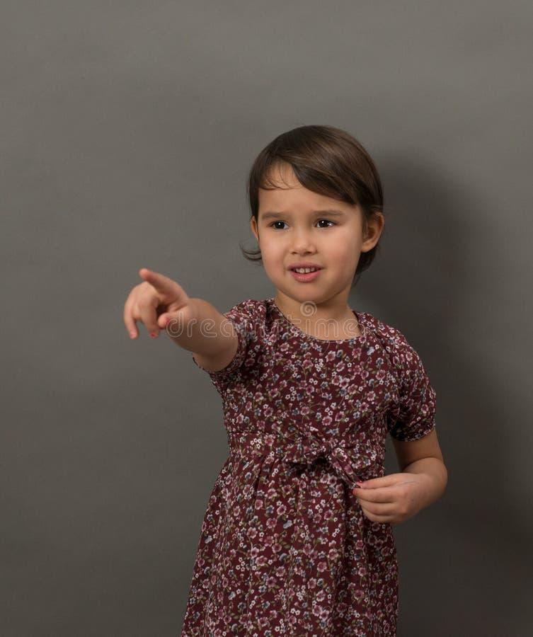 指向手指的年轻女孩隔绝了 库存图片