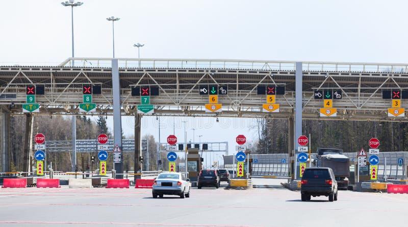 指向旅行的付款在收费公路有骑马车的,俄罗斯的 免版税图库摄影