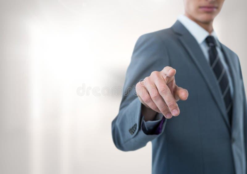 指向有明亮的背景的商人 免版税库存照片