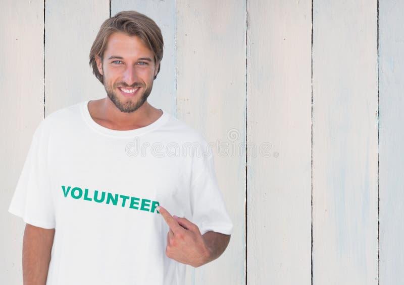 指向消息的微笑的人在他们的T恤杉打印了 库存图片