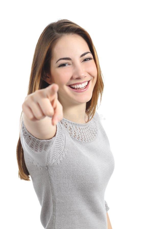 指向照相机的滑稽的妇女 免版税库存图片