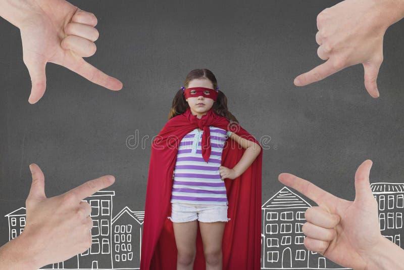 指向超级女英雄风俗的女孩的手反对与城市例证的灰色背景 向量例证