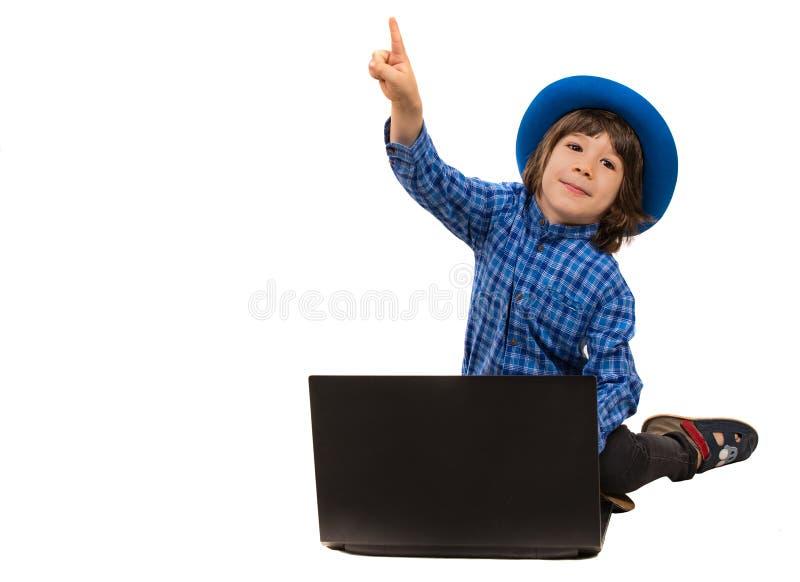 指向逗人喜爱的行政的男孩  免版税库存照片