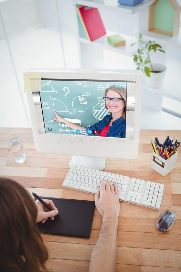 指向黑板的微笑的老师画象的综合图象 免版税库存图片