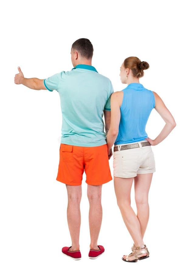 指向wal后面看法的年轻夫妇 免版税库存图片