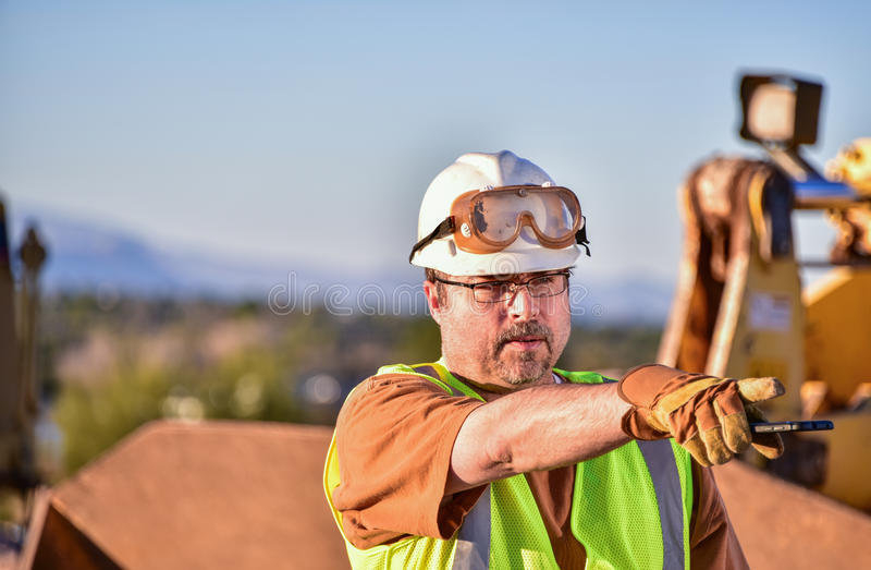 指挥活动的建筑工头 库存照片