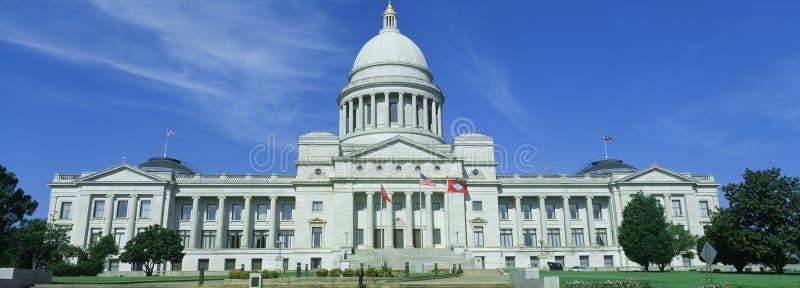 指明阿肯色的国会大厦 免版税库存照片