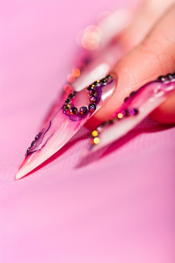 指甲盖手指人力长期在粉红色 库存图片