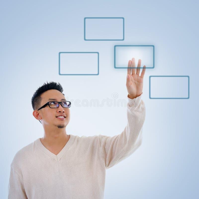 按在触摸屏显示器按钮的亚洲人手指 免版税库存照片
