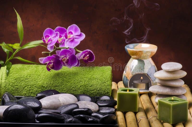 按摩和芳香疗法在健康中心 免版税库存照片