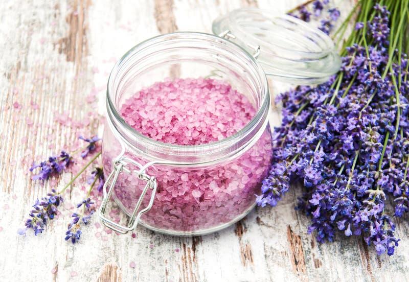 按摩盐用淡紫色 免版税库存图片