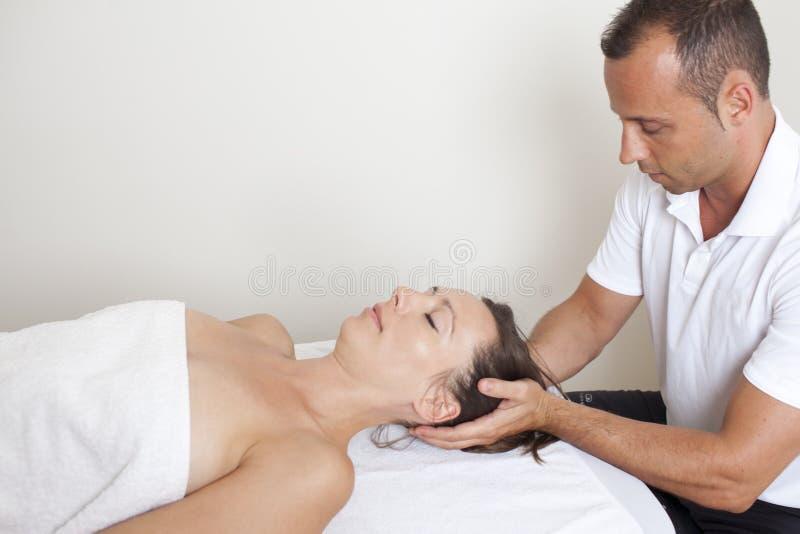 按摩脊柱治疗者疗法 库存照片