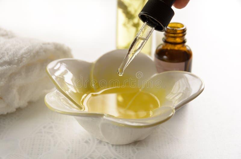 按摩治疗的芳香疗法油 库存照片