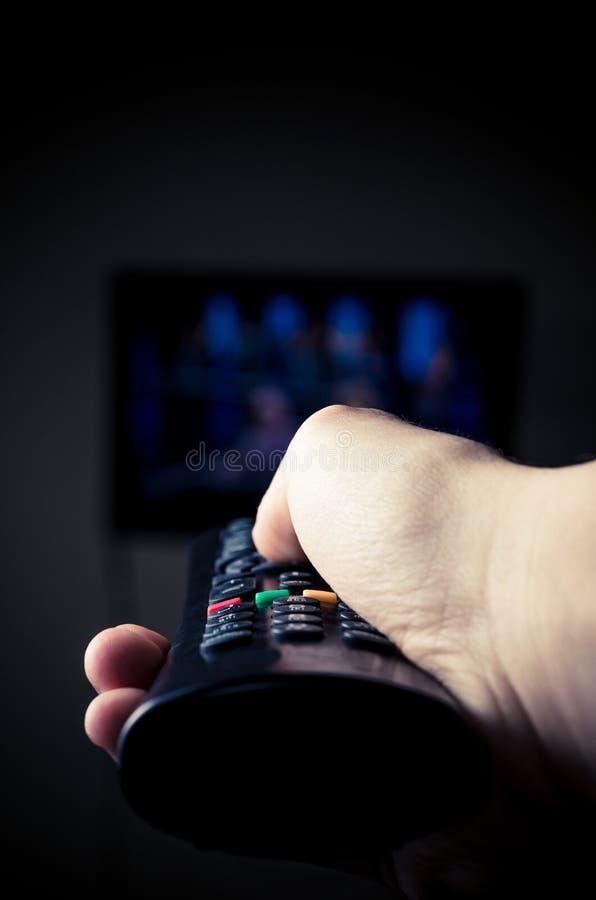 按电视遥控 库存图片