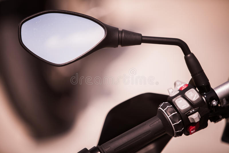 按钮和镜子在摩托车 免版税库存照片