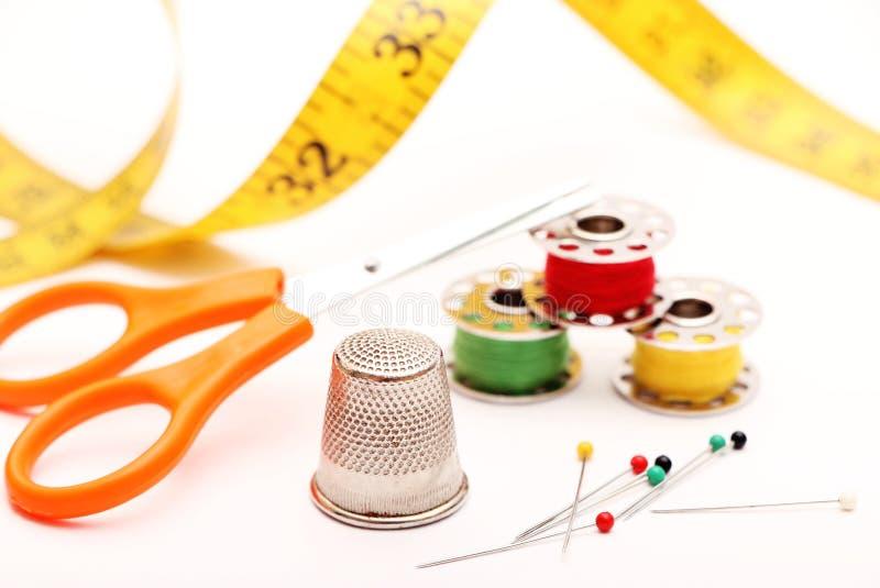 按钮画布亚麻布评定的剪刀设置了缝合的用品磁带 库存图片
