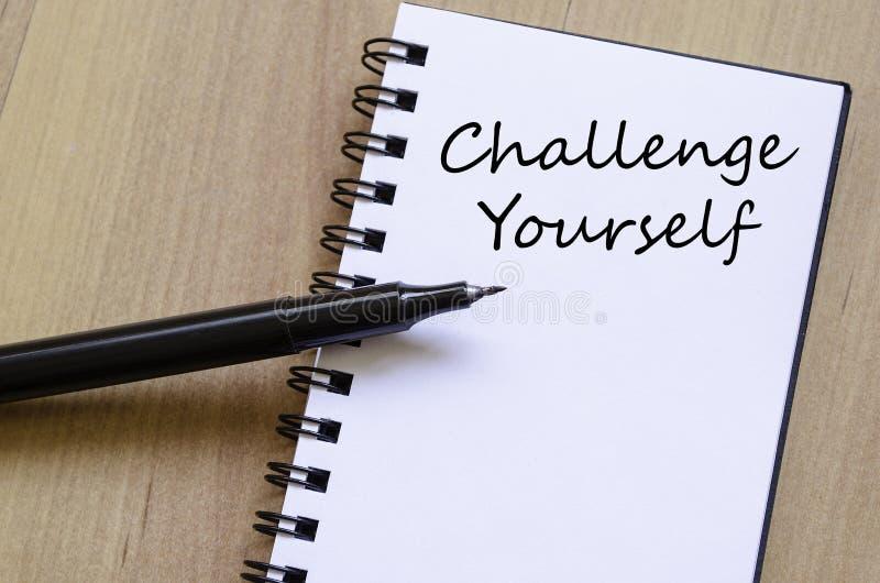 挑战在笔记本写 免版税库存照片