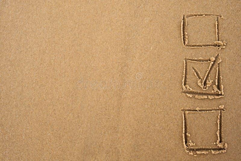挑选概念 在沙子画的查询表的壁虱 库存照片