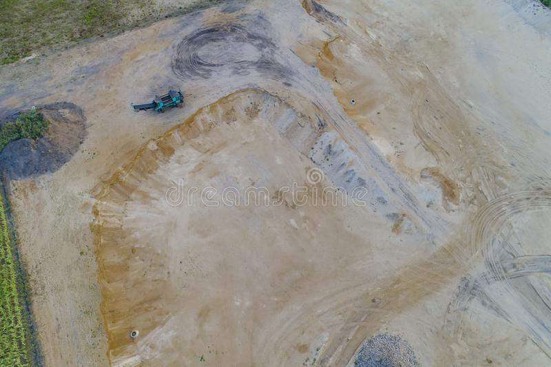 挖掘从空气的石渣 免版税库存照片