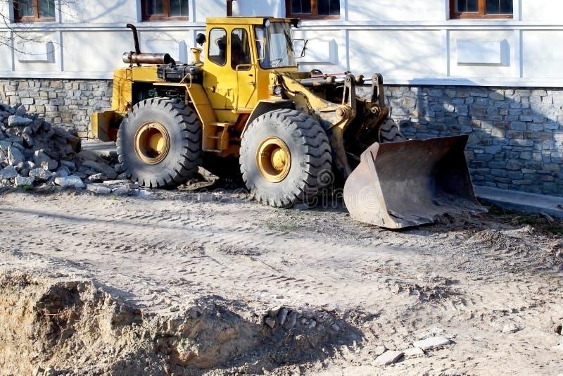 挖掘机大黄色 免版税库存照片