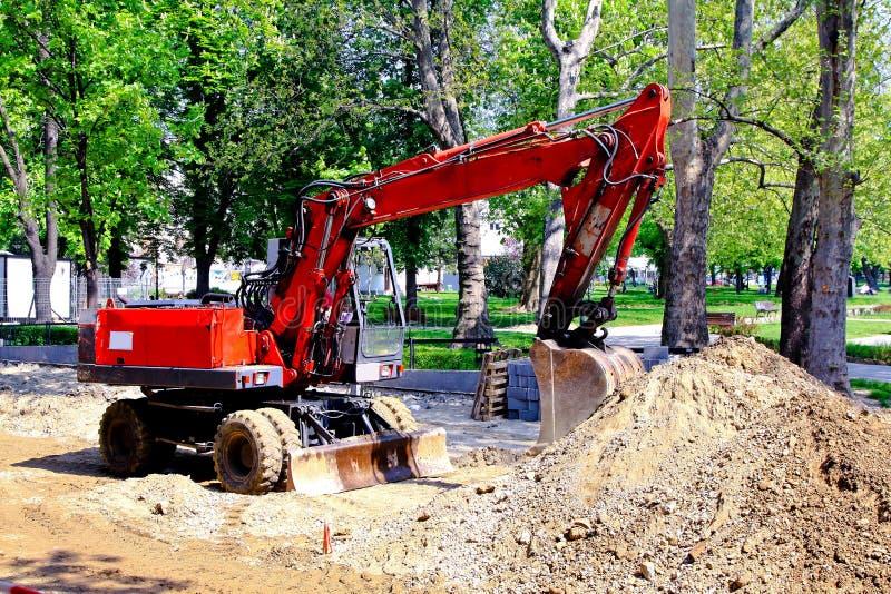 Download 挖掘机 库存照片. 图片 包括有 大量, 设备, 挖掘者, 拱道, 沙子, 编译, 机械, 重建, 街道 - 15686558