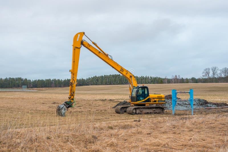 挖掘机JCB js220 LR长的伸手可及的距离 免版税图库摄影