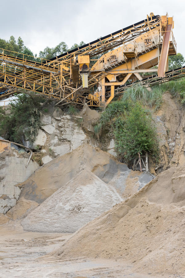 Download 挖掘的工业设备图象 库存照片. 图片 包括有 矿物, 设备, 地球, 开掘, 行业, 环境, 挖掘, 金属 - 72356502