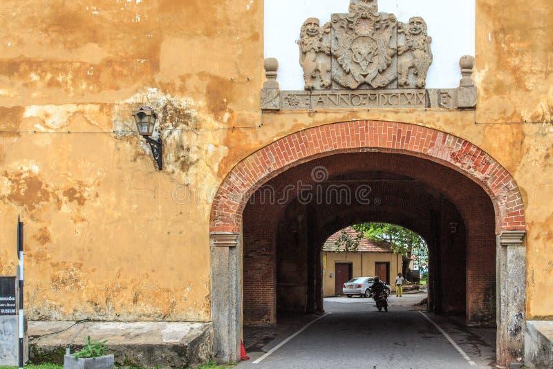 挖洞入口到加勒堡垒的老门,斯里兰卡 库存图片