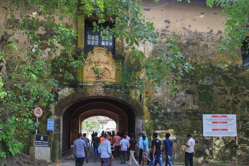 挖洞入口到加勒堡垒的老门,斯里兰卡 免版税库存照片
