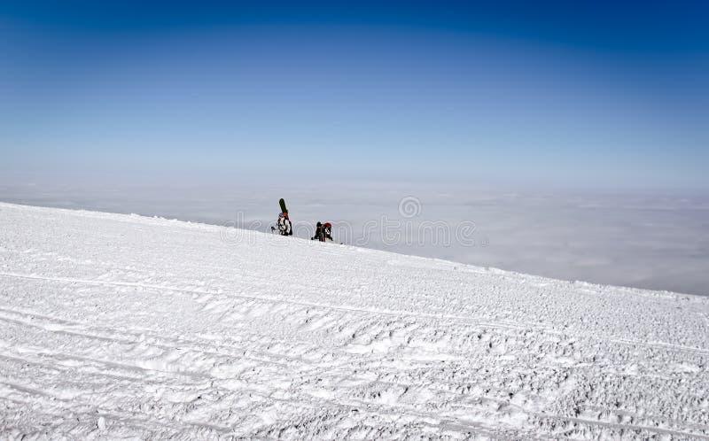 挡雪板在乌克兰攀登高山 库存图片