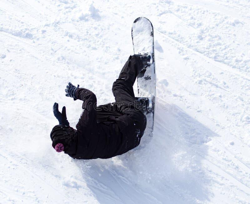 挡雪板在雪跌倒了以速度 库存照片