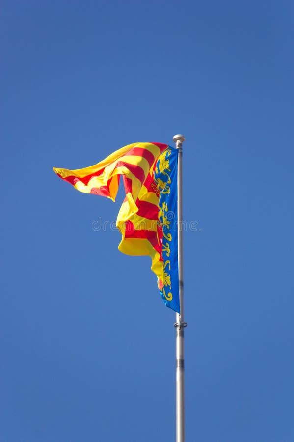 挥动在风的巴伦西亚自治区的旗子 免版税库存图片
