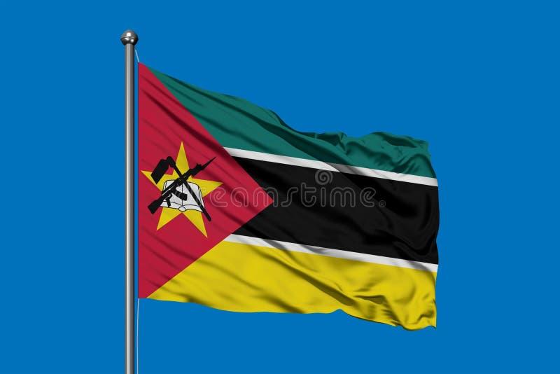 挥动在风的莫桑比克的旗子反对深天空蔚蓝 莫桑比克旗子 免版税图库摄影