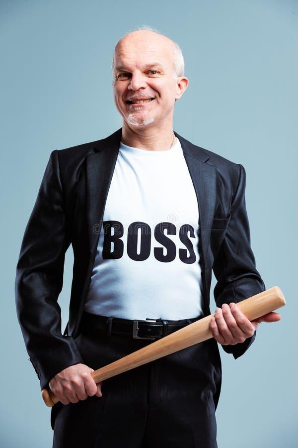 挥动棒球棒的高兴的上司身分 图库摄影