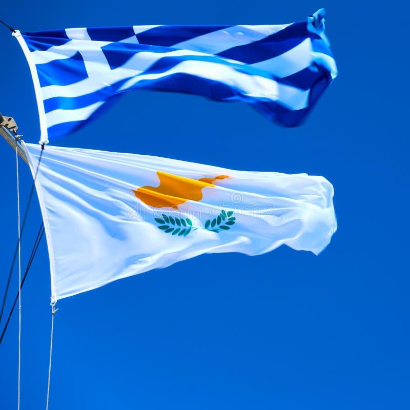 挥动的希腊语和塞浦路斯人 免版税库存照片