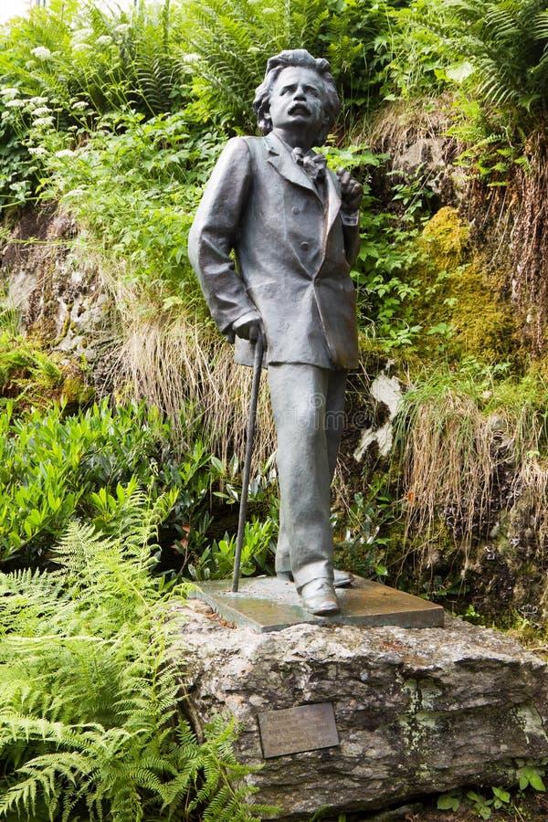 挪威作曲家爱德华·格里格的纪念碑,位于挪威卑尔根附近的特勒德豪根庄园 库存照片