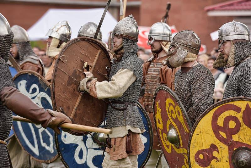 Download 挪威北欧海盗露天说明 编辑类库存照片. 图片 包括有 布拉索夫, 招待, 狂欢节, 战斗, 盔甲, 扶手 - 59108603