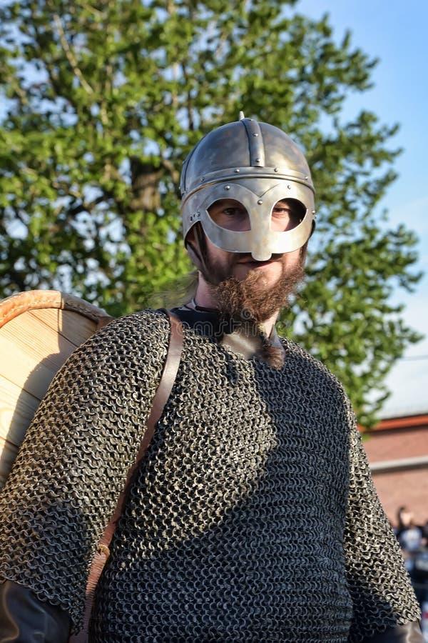 Download 挪威北欧海盗露天说明 编辑类照片. 图片 包括有 衣物, 镇痛药, 冲突, 大量, 盔甲, 比赛, 布拉索夫 - 59112786