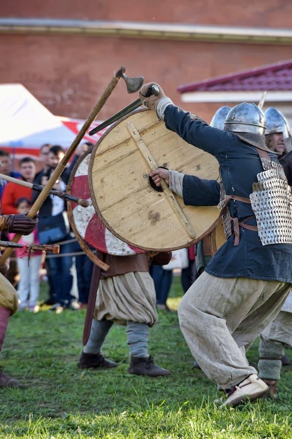 Download 挪威北欧海盗露天说明 编辑类照片. 图片 包括有 卫兵, 服装, avesta, 战场, 链子, 有历史 - 59112901
