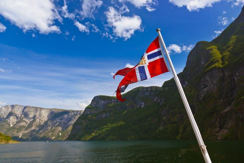 挪威旗子和Sognefjord 免版税库存照片