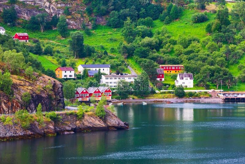 挪威村庄和海湾风景在Flam 免版税库存图片